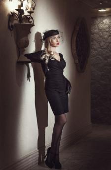Elegant Domina in long gloves and sheer nylons